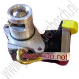 EGR klep voor uitlaatgas recirculatiesysteem saab 9-3 versie 1 en versie 2 en 9-5 met 2.2 dieselmotor 125 PK. ond. nr. 93176989 5851594